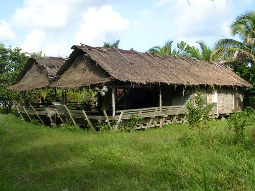 Rumah adat di desa Sagulima yang mulai ditinggalkan. (dok.sulung prasetyo)
