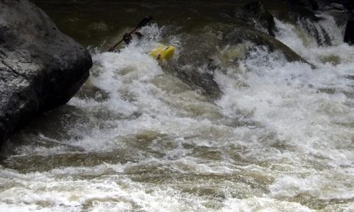 Kayak di Jeram Delapan