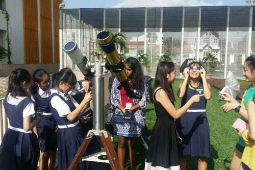 singapore student see eclipse_strait times